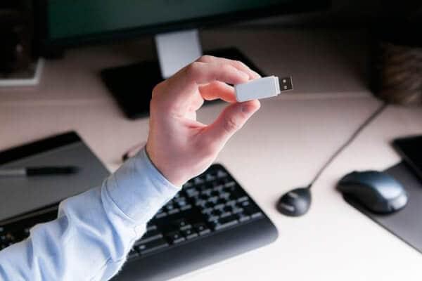 Рис. 2. Закрытый ключ и сертификат ЭЦП хранятся на электронном носителе