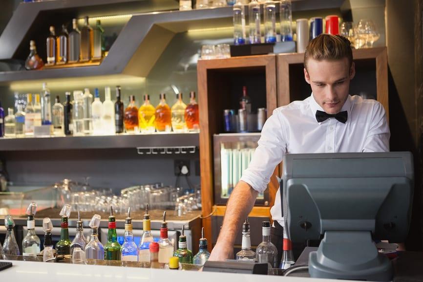 Рисунок 2. С 1 июля 2017 года на онлайн-кассы перешли все точки розничной продажи алкоголя, в том числе и магазины разливного пива. Источник: интернет-журнал «Современный предприниматель»
