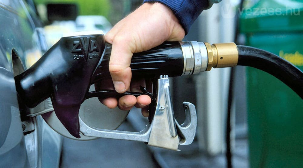 Рисунок 2. С 1 июля 2017 года автозаправочные станции должны перейти на онлайн-кассы даже, если не истек срок работы ЭКЛЗ. Источник: сайт «Нефть и Газ»
