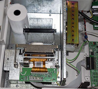 Рис. 7. Установка бумаги в принтер кассы ЭКР-2102К-Ф. Источник: сайт оператор фискальных данных